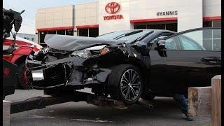 """[Xe oto] Những xe mới cũ cho vào """"nghĩa địa"""" tháo đồ sau khi bi đụng."""