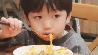 """Tổng hợp clip bé """"KIM CHI NGON QUÁ"""" siêu đáng yêu"""
