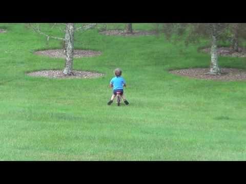 Chłopiec, rowerek i ojciec roku