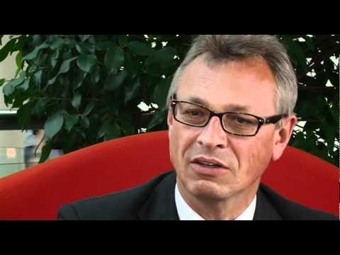 Interview: Siegfried Schneider auf der roten Couch