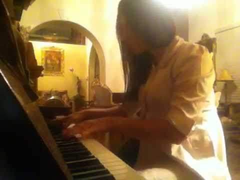 Octubre-Yambo-Alejandra Pesantez