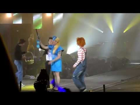 [FANCAM] Super Junior SS4 Paris 2 (bra accident)