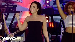 "Demi     Lovato Performs ""Cool For The Summer"""