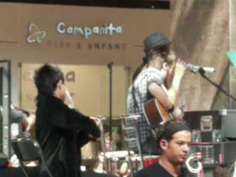 Besame - Camila   Cardoso tocando con CAmila