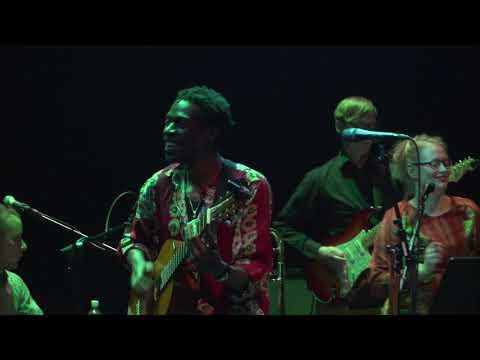 Kasheshi Makena & The Bhutula Band - Mama Nipeleke kwa Baba