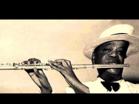 Pixinguinha - CHOREI - solo de flauta, com acompanhamento de Regional - Pixinguinha - Ano de 1940