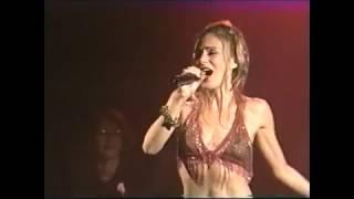 """No espetáculo """"Cabaré 3 - Pra quem gosta de mim"""", Dedina Bernardelli cantou """"Ocultei"""" de Ary Barroso."""