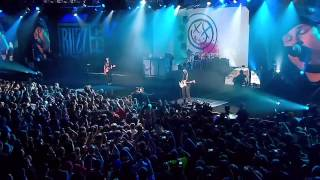 Blink-182 - All The Small Things HD LIVE AT BLIZZCON 2013