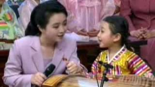 North Korean Kindergartener's Kayagum Solo Part 1/2 北朝鮮少女カヤグム演奏