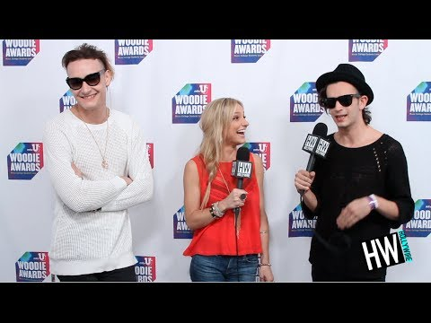 The 1975' Chat Crazy Tour Moments & American Girls!