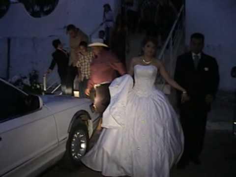 boda de oscar en sinaloa de leyva saliendo de la iglesia