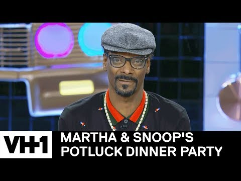 Snoop Dogg Smoked In the White House & More Ballsy Stories   Martha & Snoop's Potluck Dinner Party