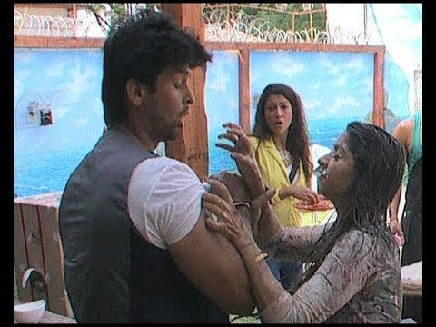 Bigg Boss 7 : When Tanisha got physical with Kushal