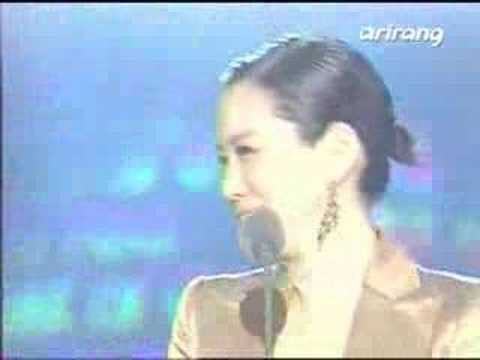 DBSK cries after winning Best Artist in 2006 MKMF [subbed]