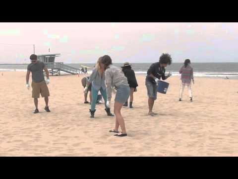 Baixar Teen Beach Movie Cast Gives Back!