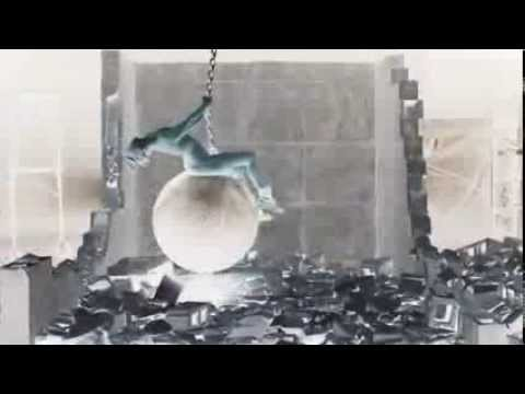 Baixar Miley Cyrus Wrecking Ball - Scary Version
