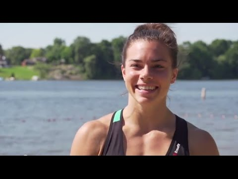Baixar Surrounded by Support: Julie Foucher