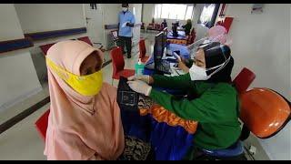 GRATIS!!! Puluhan Lansia Divaksin di RS Bhina Bhakti Husada Rembang