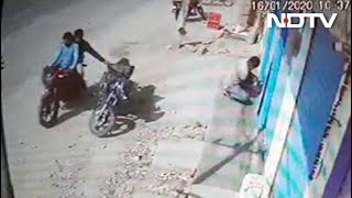 Bikers snatch bag with gold, silver ornaments in Telangana..