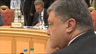 В. Путин к Порошенко : Вот Пётр Алексеевич, я вижу, он не согласен со мной