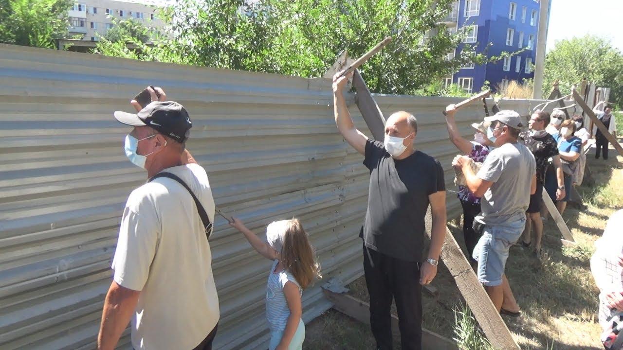 Волгоград: дольщики ломились домой с камнями и палками