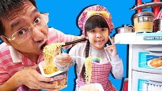 CỬA HÀNG ĂN SÁNG BÉ BÚN: TRÒ CHƠI NẤU ĂN | Cooking w/ Kitchen Playset