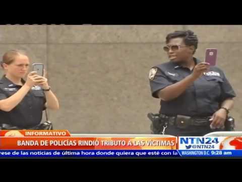 Banda de policías en Nueva York rinde homenaje a víctimas del 11-S con desfile en Manhattan