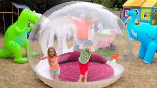 Katy with papa build Clear Giant ball playhouse for kids