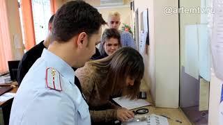 «Студенческий десант» познакомился с работой экспертов-криминалистов отдела полиции города Артема