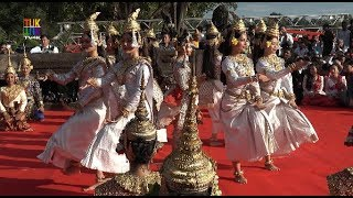 5000 monks and the Royal Ballet of Cambodia at Angkor Wat temple