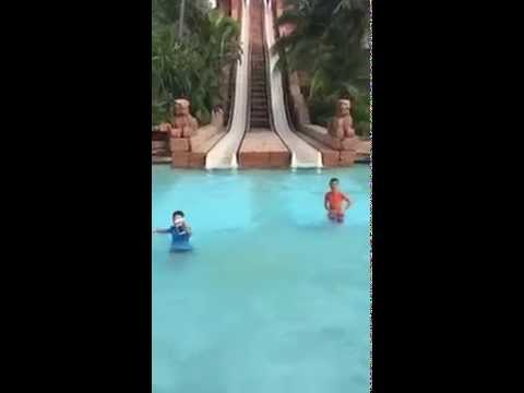In piscina con Sea Case by aiino!