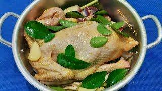 Cách luộc gà không cần nước da vàng giòn căng bóng rất thơm ngon