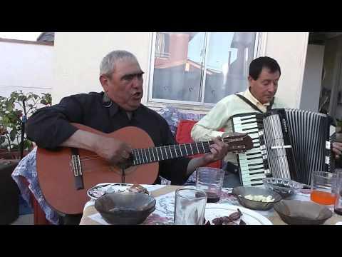 Don Nuno y Don Samuel cantando la Pollita, Tonada chilena