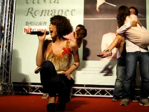 Olivia Ong : A Love Theme -Romance簽唱見面會&濃情蜜意Kiss大賽@台北微風廣場-2011.8.5
