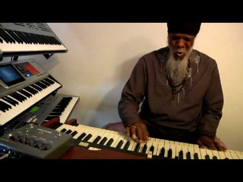 Lonnie Smith plays the Neo Ventilator