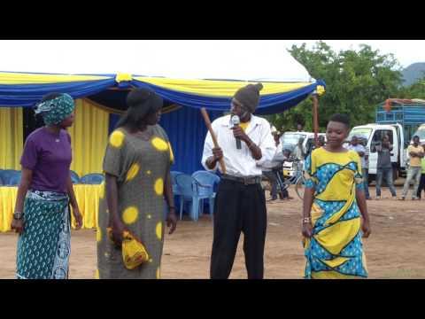 Arts4change-burudani Asilia - usia wa baba song(live perfomance in the National laboratory week event heald at Morogoro- K ndege ground. 15th may,217goro