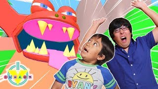 RYAN & DADDY ESCAPE THE ZOO IN ROBLOX! Let's Play