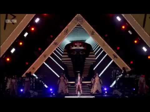 Rihanna - Disturbia (Hackney Weekend 2012)