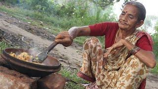 Spicy Potato Recipe in Grandma's Village Style || Country Street Food