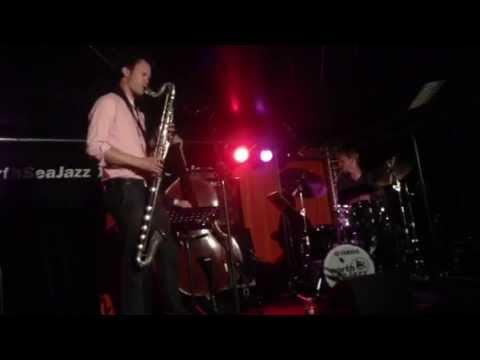 Joris Roelofs Trio Featuring Matt Penman & Ted Poor - Aliens Deliberating (interlude) / Four in One online metal music video by JORIS ROELOFS