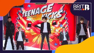 One Direction - One Way Or Another (Teenage Kicks) (Live at The BRITs 2013)