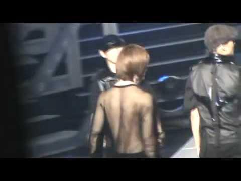 Onew imitates Jonghyun's