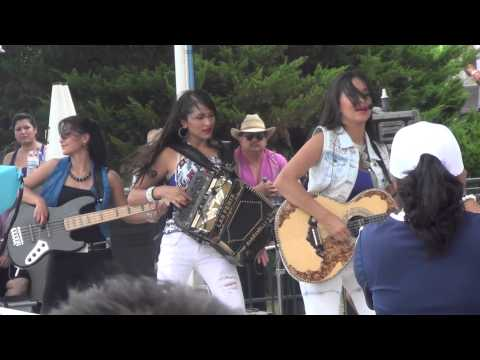 Las Fenix  - El Tao Tao y Juana La Cubana en SplashTown Houston Texas 7-14-13