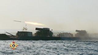 Житомирські десантники вперше в історії реактивної артилерії провели стрільби з РСЗВ БМ-21 «Град» з поромної переправи