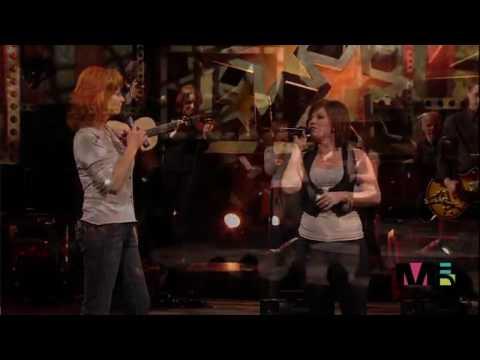 Baixar Reba McEntire & Kelly Clarkson -  Does He Love You