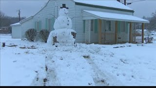 Driver tries to run over Kentucky snowman which had tree trunk has base