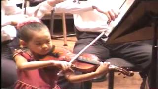 (1/2) Anna Lee 6 years old playing Paganini Violin Concerto