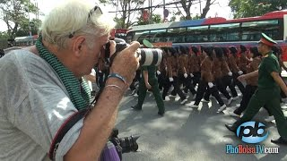 Phóng viên quốc tế gặp diễn hành thực tập trên phố Sài Gòn