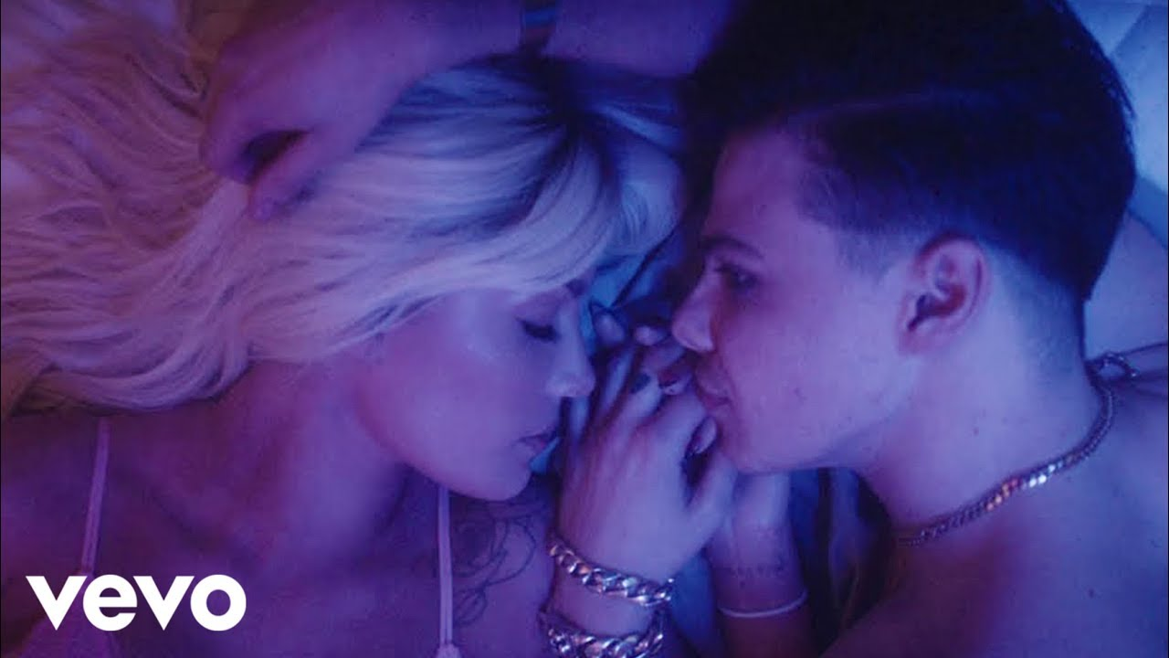 YUNGBLUD - 11 Minutes (feat. Halsey & Travis Barker)