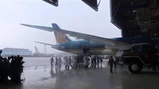 Máy bay trong mưa